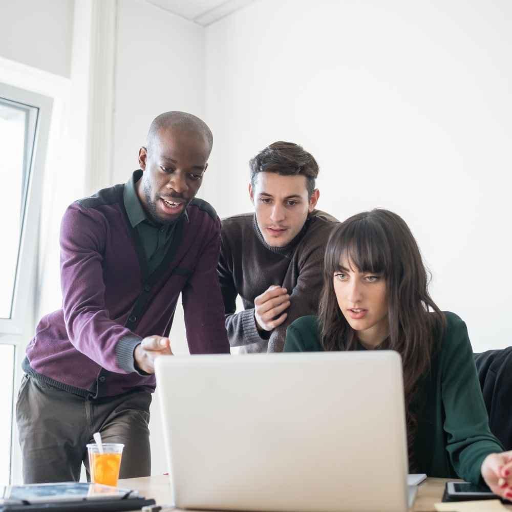 Menschen am Laptop